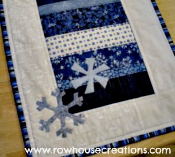 Jolly Holly Snowflake Tablerunner